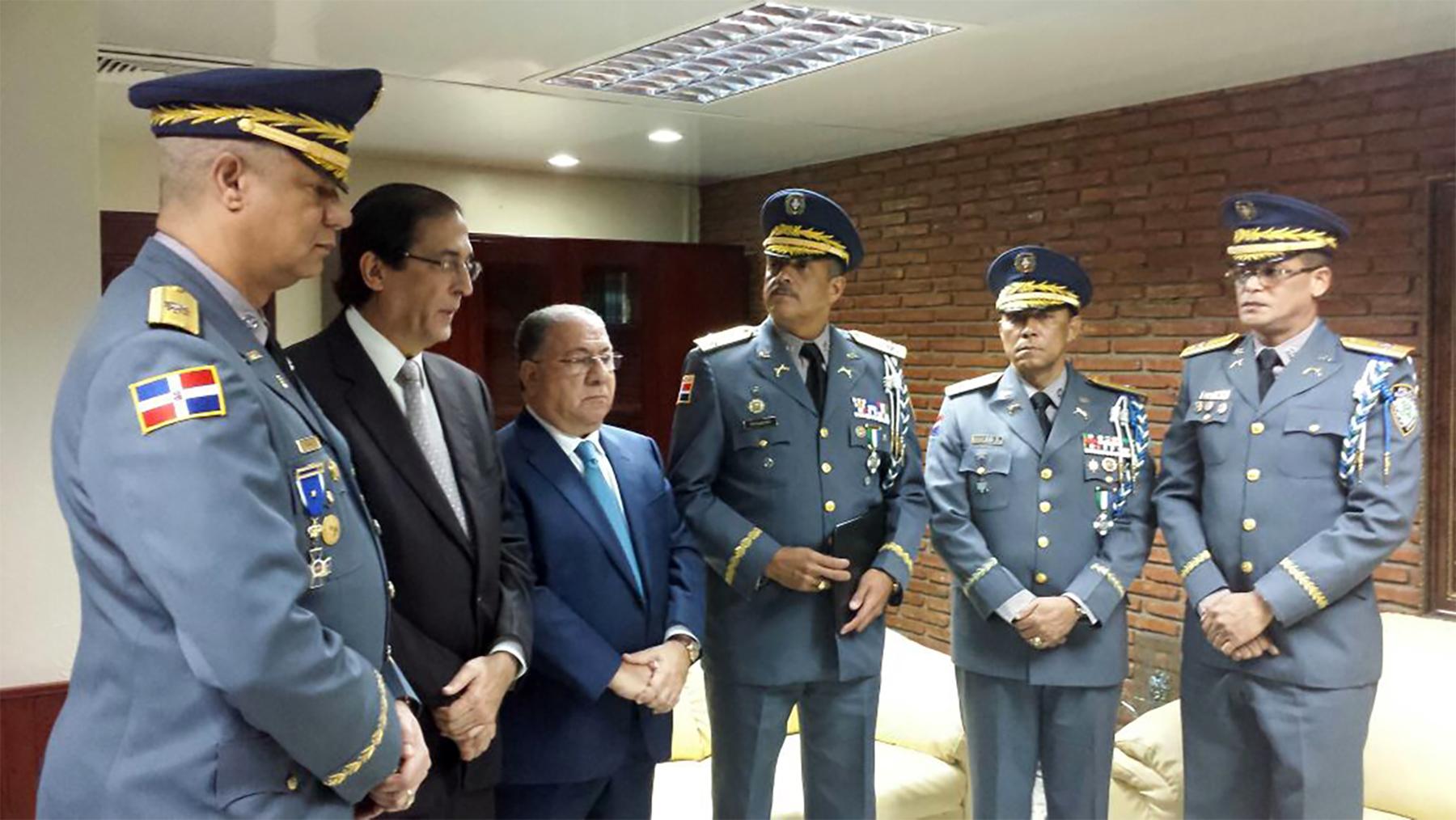 Montalvo posesiona a los nuevos funcionarios de la Policía  y AMET