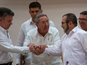 Santos y las FARC firman acuerdo de justicia