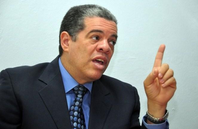 Partidos de oposición piden renuncia o destitución de Carlos Amarante Baret