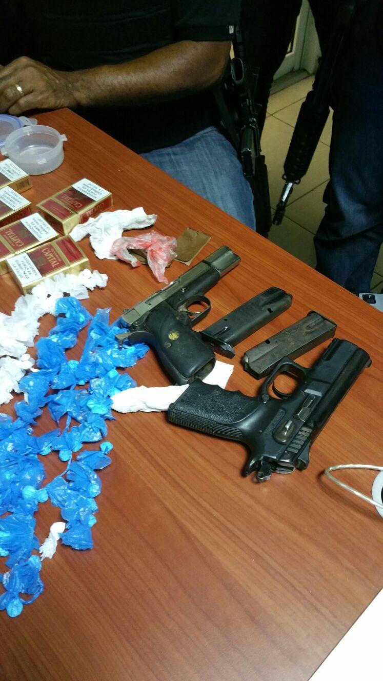 Apresan banda de narcos. Les ocupan drogas y armas de fuego