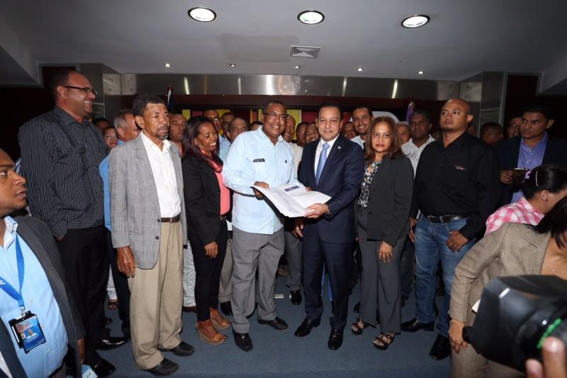 Abel  recibe apoyo de los  intermedios PLD en Santiago