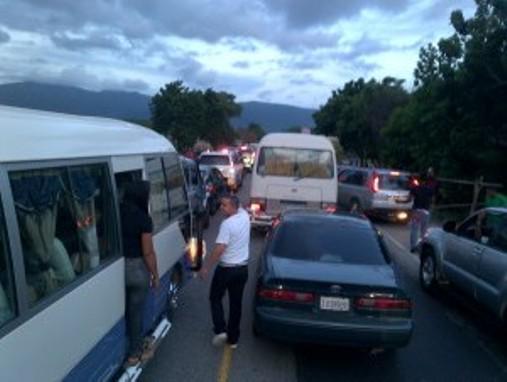 Un muerto y tres heridos en accidente de tránsito Autopista Duarte-Bonao