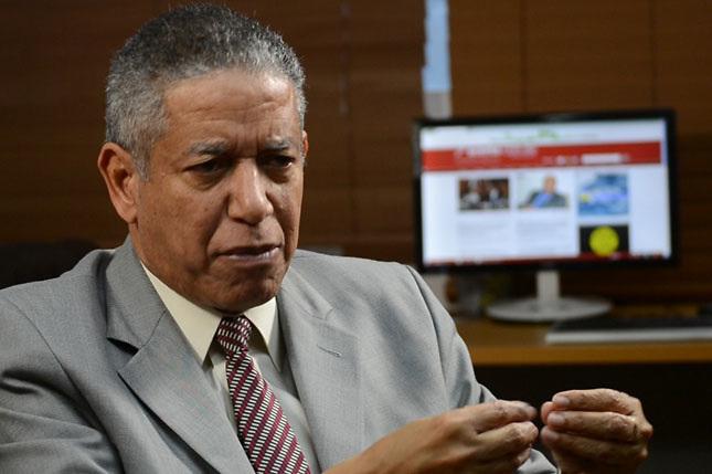 Héctor Guzmán renuncia del PRM