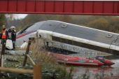 En Francia el sábado diez muerto más; ahora al descarrilarse un tren