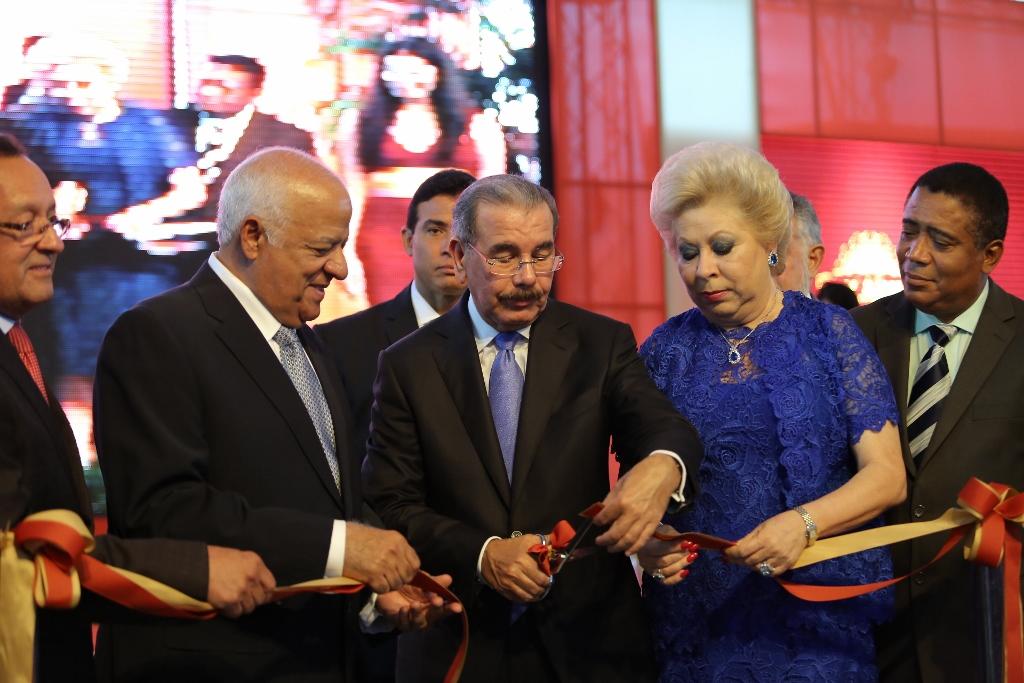 Medina encabeza inauguración de industria cárnica en La Vega