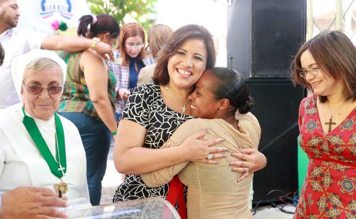 Vicepresidencia agasaja beneficiarios Prosoli de Santo Domingo