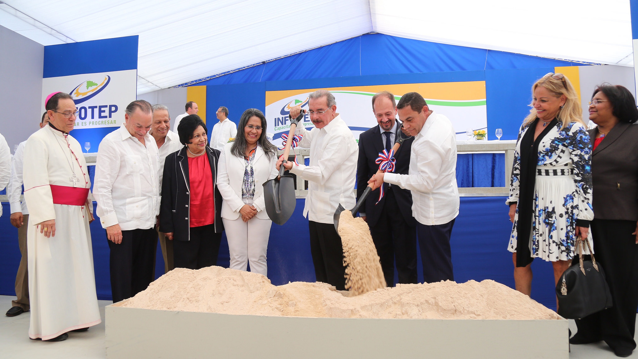 Medina inicia construcción escuela de hotelería de INFOTEP