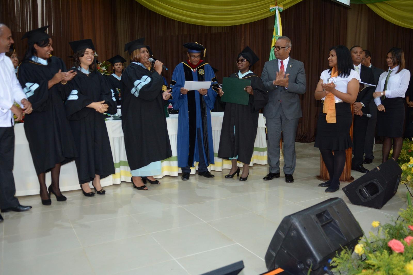 UNAD gradúa 310 nuevos profesionales