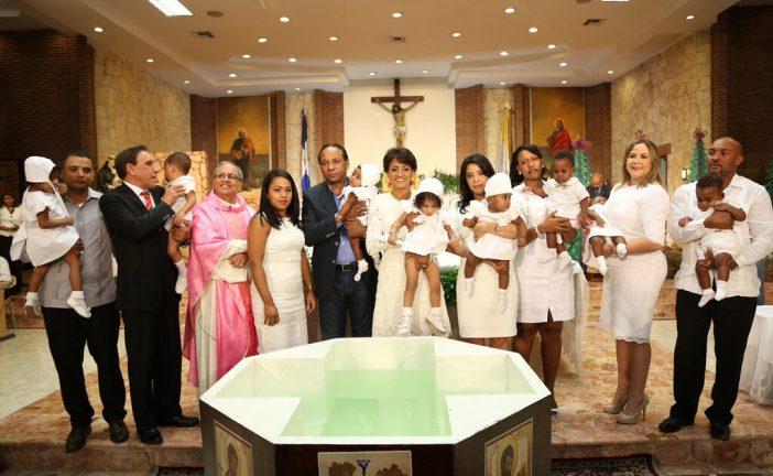 Primera Dama encabeza bautizo ocho niños de dos partos múltiples