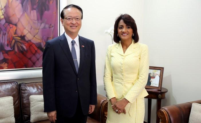 Primera Dama recibe visita de embajador de Taiwán