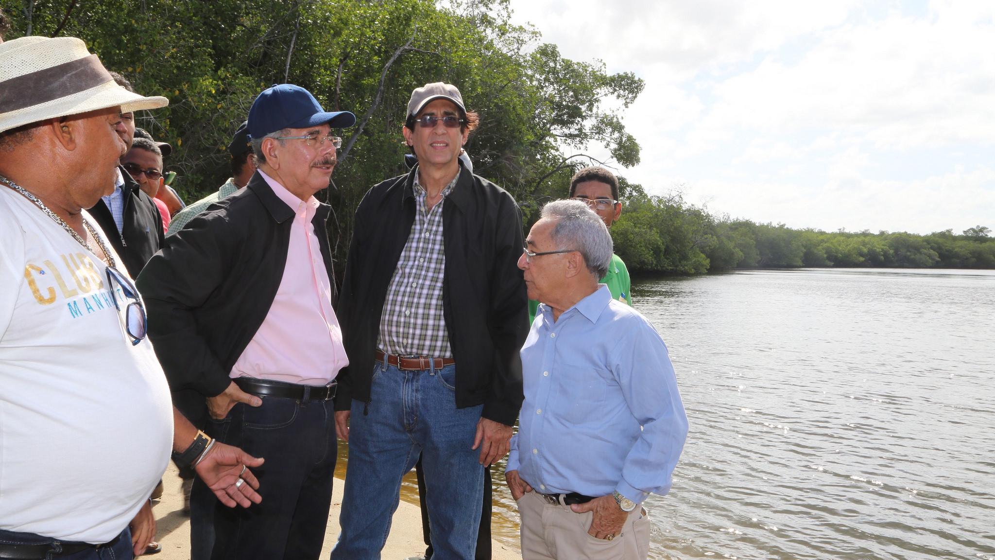 Danilo hace vista al Puerto de Manzanillo