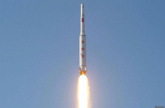 Corea del Norte lanza cohete de largo alcance y se gana condena de la ONU