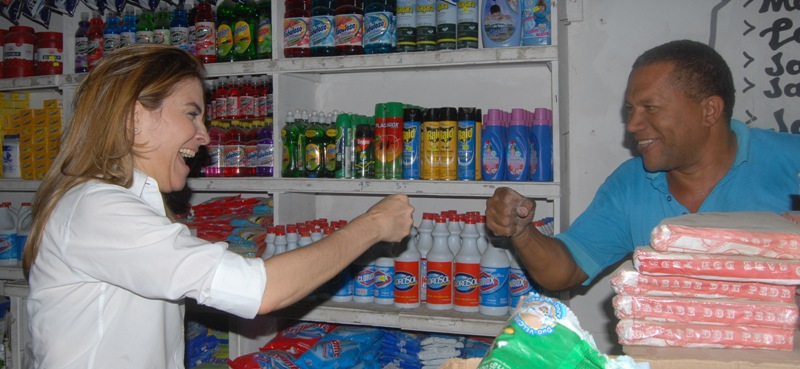 Carolina Mejía dice Luis aumentará la tarjeta solidaridad