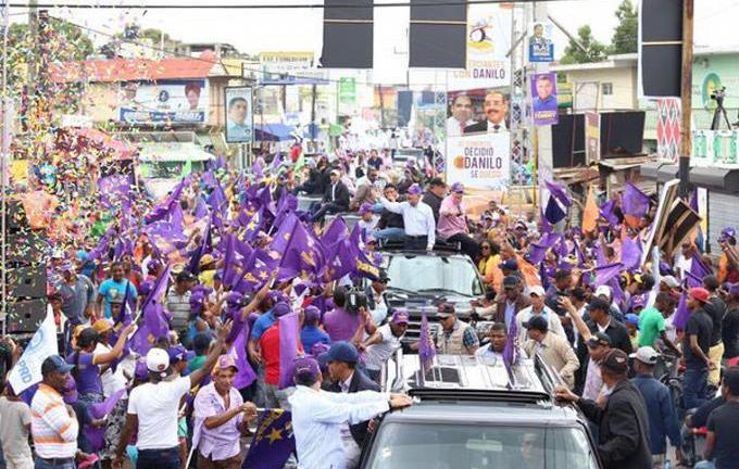 Danilo recorre esta tarde los barrios de Santo Domingo Oeste