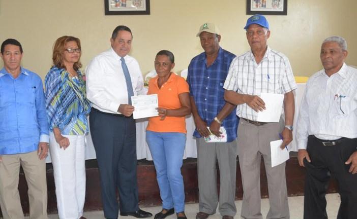 Productores de caña de La Alatagracia reciben RD$2MM por liquidación zafra 2015