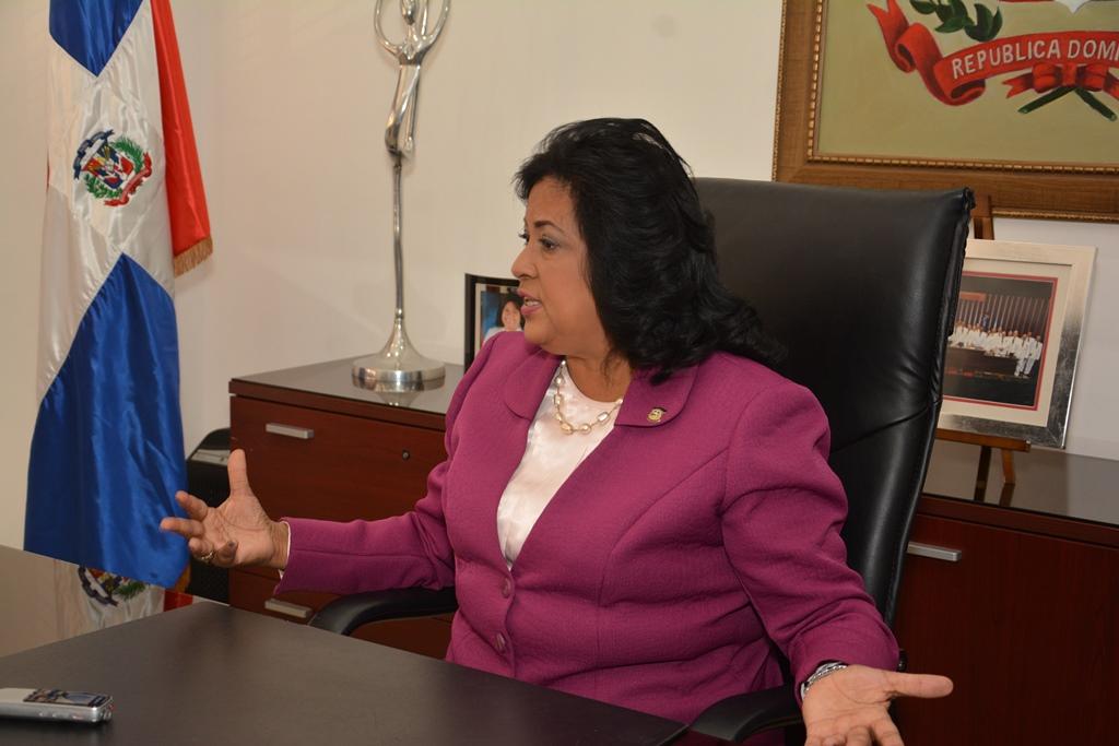 Solicitan a Cristina Lizardo que devuelva vehículo donado por el presidente