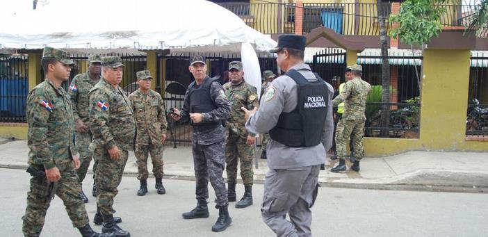 Con gases lacrimógenos dispersan manifestación en la junta electoral de Villa Mella