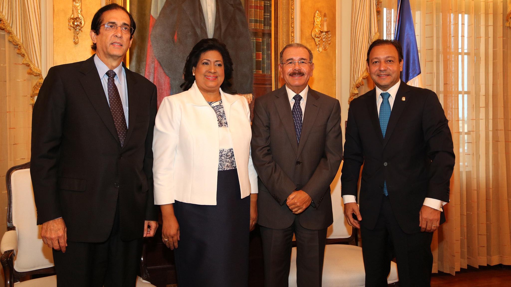 Gobernante revisa agenda de leyes con Montalvo y presidentes cámaras legislativas