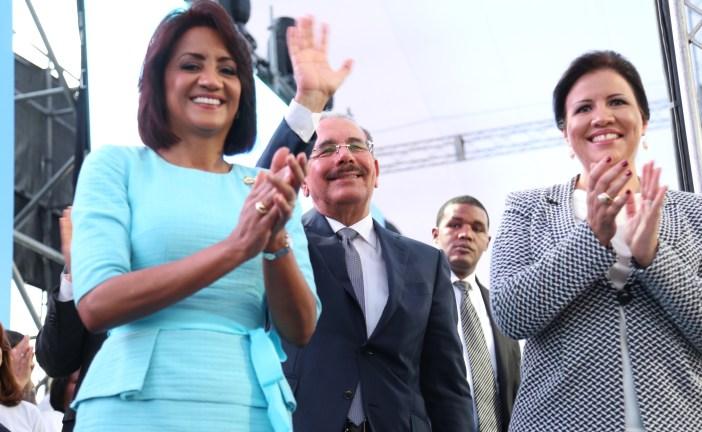 Danilo inaugura La Nueva Baquita donde realizó su primera visita sorpresa