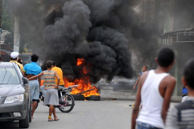 Residentes en Maquiteria protestan contra larga tanda de apagones