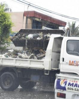 Obras Públicas y otras autoridades intervienen municipio de San Cristóbal por cúmulo de basura