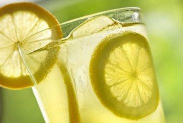 Los 10 beneficios de beber agua tibia de limón cada mañana