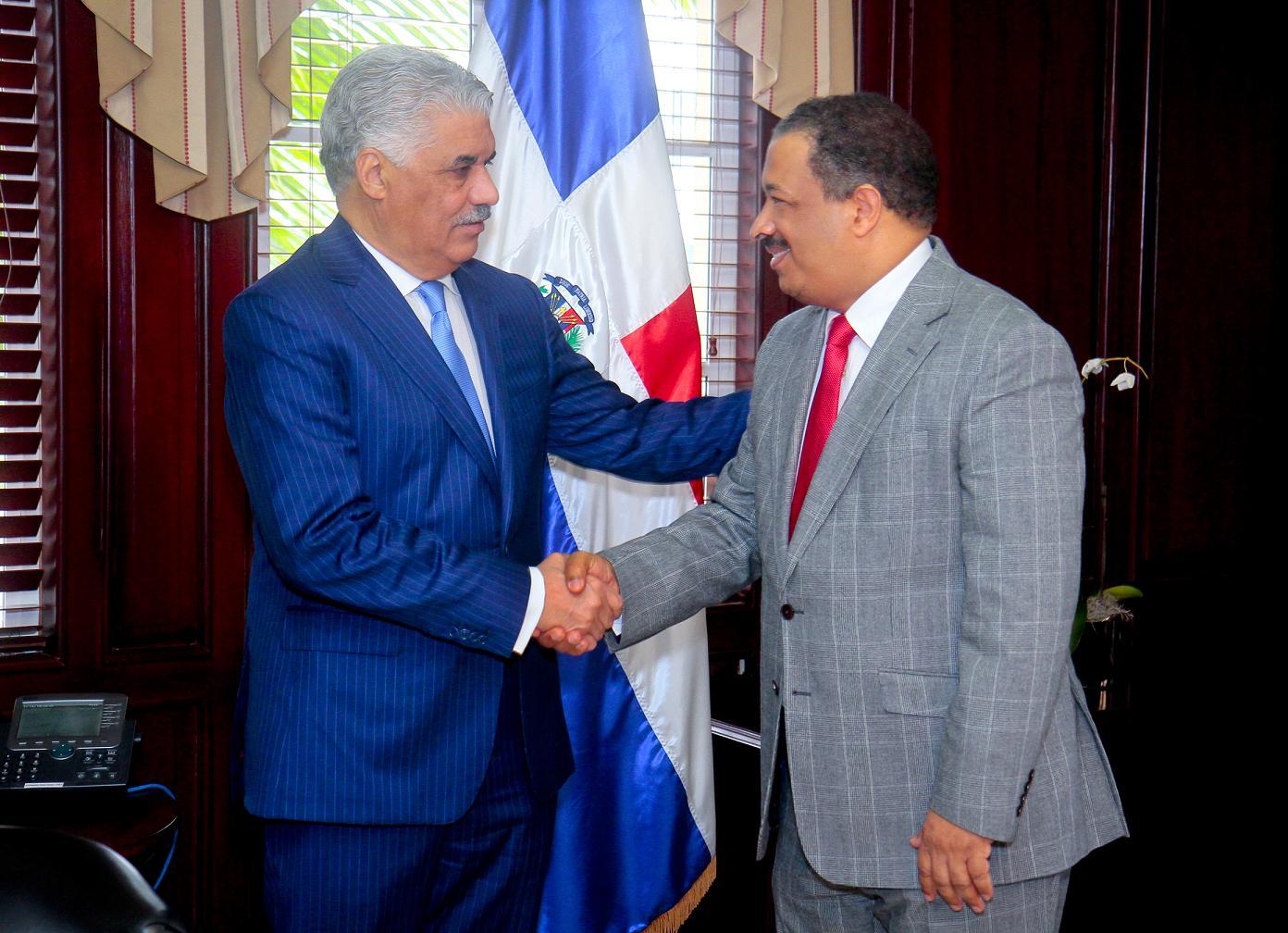 Los consulados    expedirán  cédulas, actas y otros servicios del registro civil