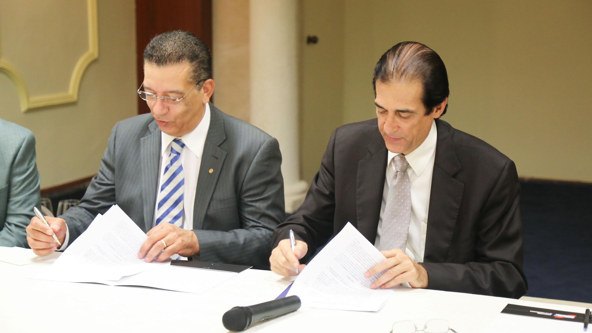 Ministerio de la Presidencia y LMD firman acuerdo para fortalecer el 911