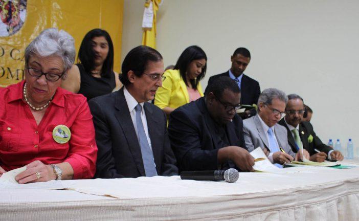 Gobierno y Colegio Médico firman histórico acuerdo