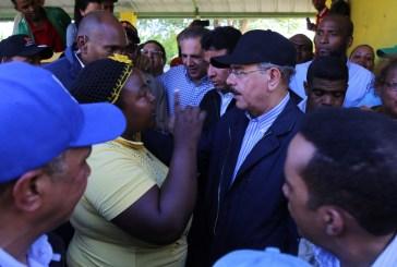 Danilo escucha reclamos productores y comunitarios de Palo Verde