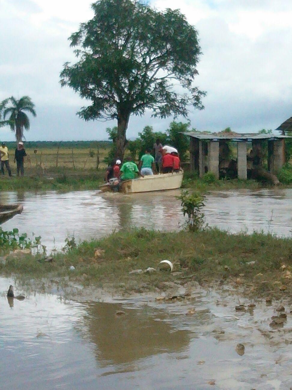 Plan Social utiliza yolas y campesinos para llevar alimentos a zonas incomunicadas de Puerto Plata