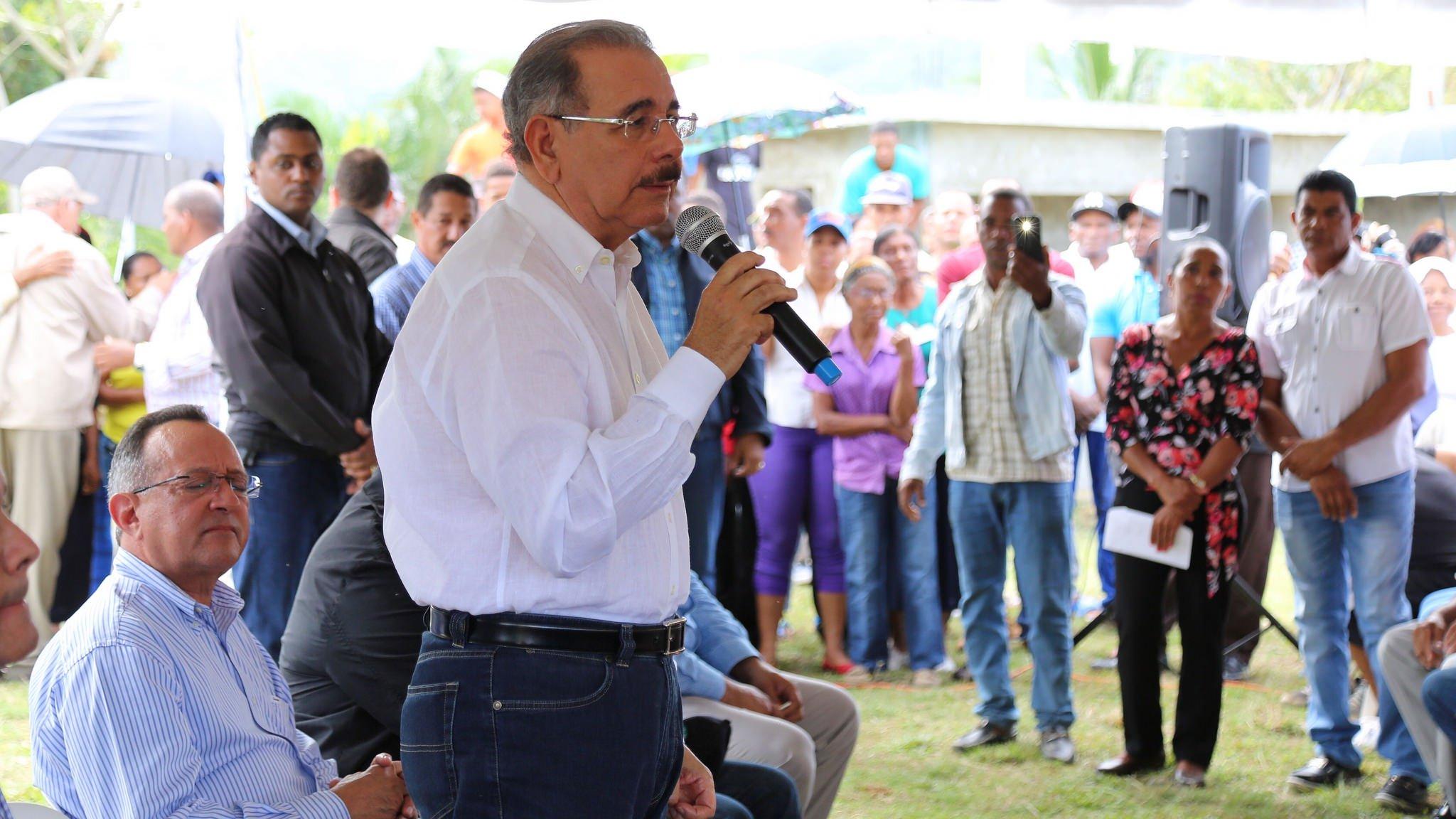 """Danilo Medina: """"Juntos haremos rentable su producción de cacao"""""""