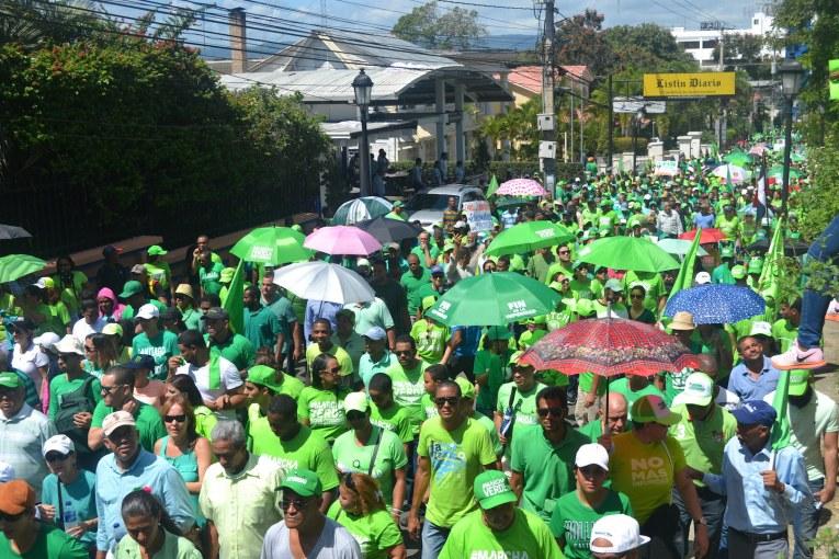 Miles de personas marchan en Santiago contra la impunidad y corrupción
