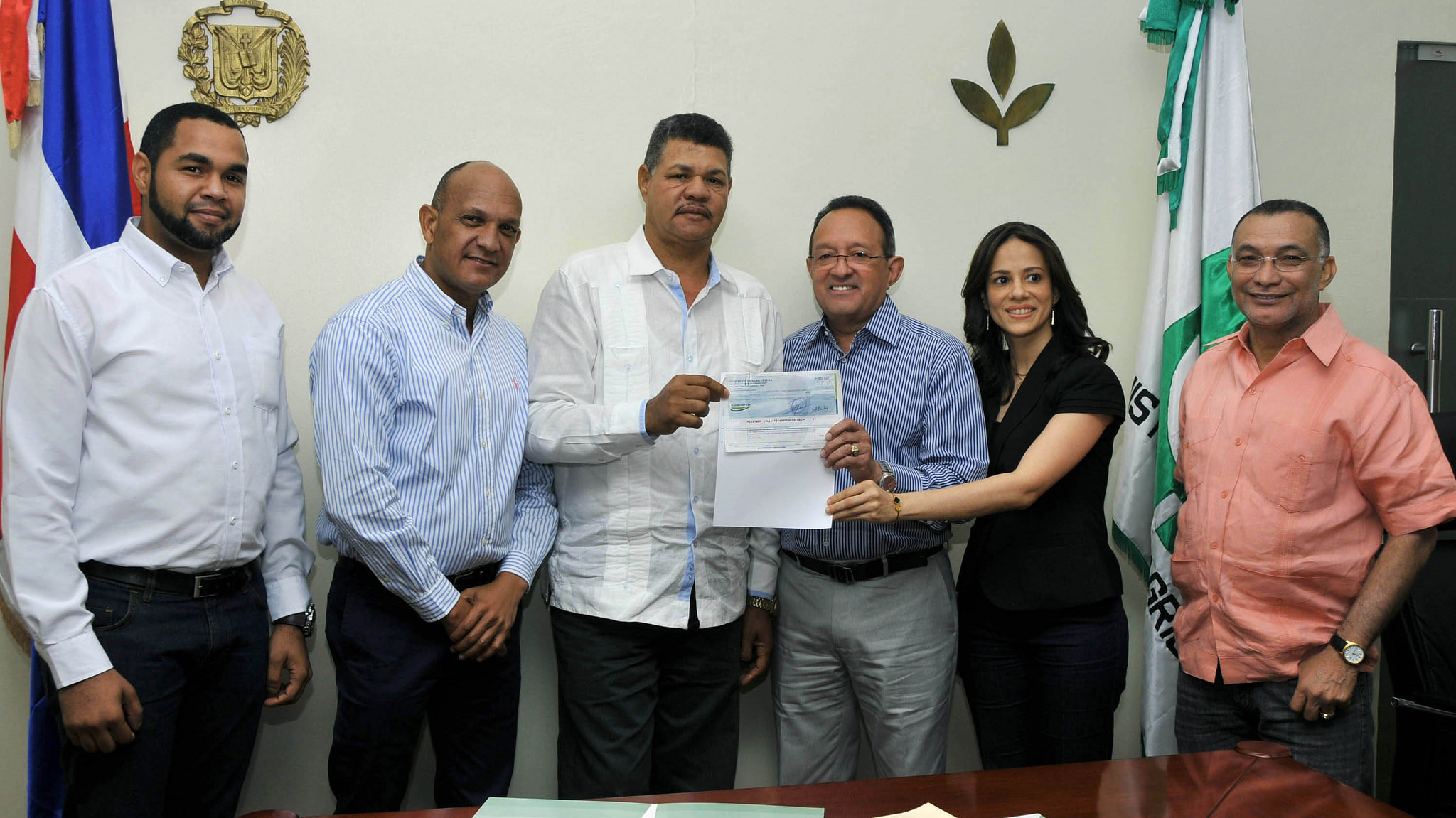 Gobierno entrega más de RD$28 millones a productores de San Juan