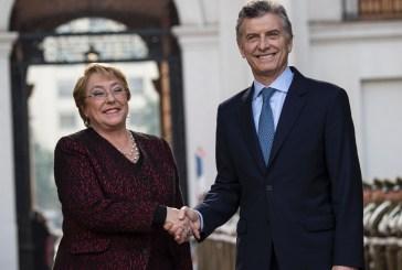 Bachelet y Macri afianzan integración física de sus países con firma acuerdos