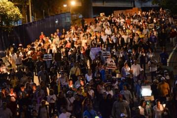 Oposición marcha a sede de OEA en Caracas en homenaje a víctimas de protestas