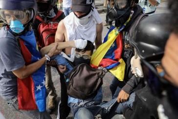 Un joven asesinado por guardias deja nueva jornada de protestas en Venezuela
