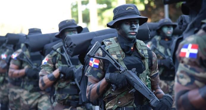 Con desfile militar en El Malecón culminan los actos por el 174 aniversario de la Independencia