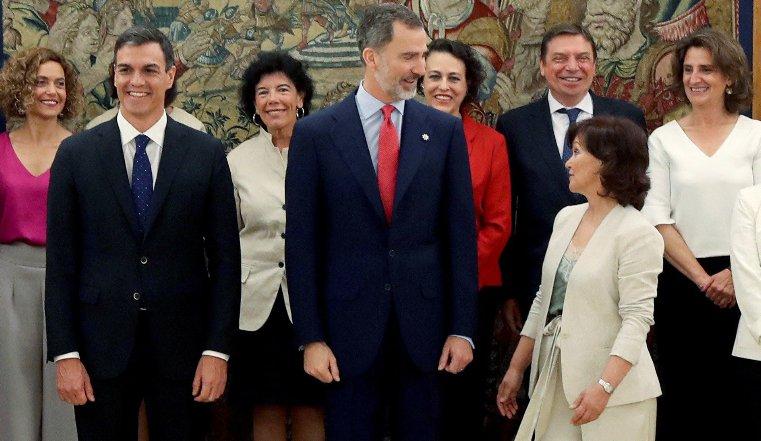 España inicia gobierno con apoyo femenino
