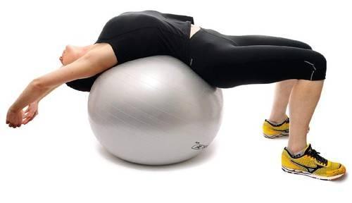 Te explicamos como practicar estiamientos de espalda