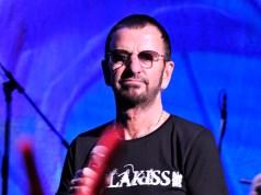 El baterista de los Beatles nos deleita los 77 años.