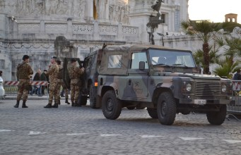 Militares en Roma.