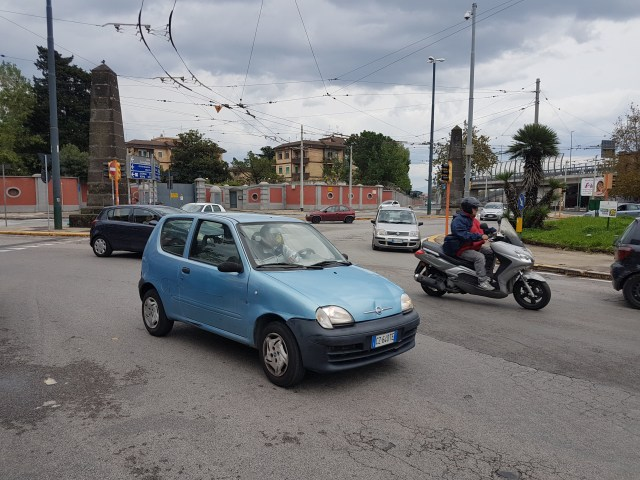 Tráfico en Nápoles. Foto: Ahoraroma.com