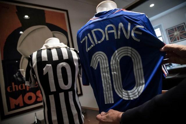 Ídolos franceses: las camisetas de Platini y Zidane que serán subastadas (Foto: Aste Bolaffi).