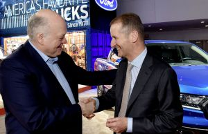 Jim Hacket y Dr. Herbet Diess, CEOs de Ford y Volkswagen, respectivamente. (Foto: Prensa Volkswagen AG).