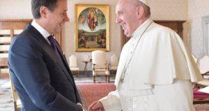 Giuseppe Conte y el papa Francisco.