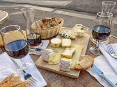 Quesos y vinos italianos.