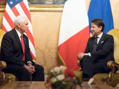 Mike Pence y Giuseppe Conte.