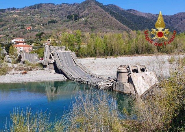 Cae puente en Aulla.