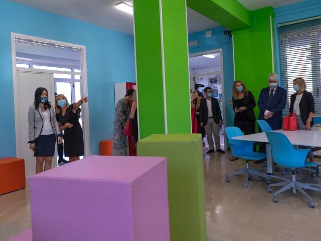 La ministra de Educación, Lucía Azzolina, en una recorrida por una escuela en Ancona (Foto: Ministerio de Educación)